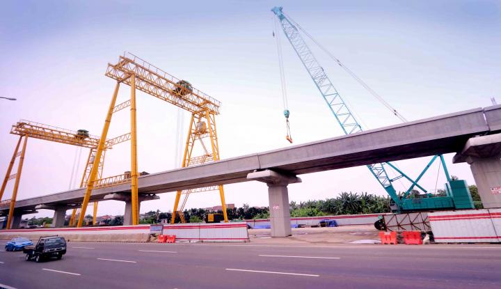 Foto Berita Alasan LRT Dibangun Melayang di Atas Tanah