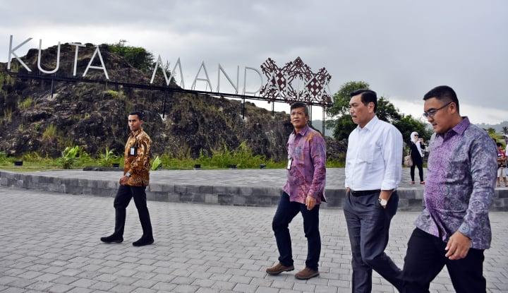 Foto Berita Luhut: Progres Pembangunan KEK Mandalika Luar Biasa