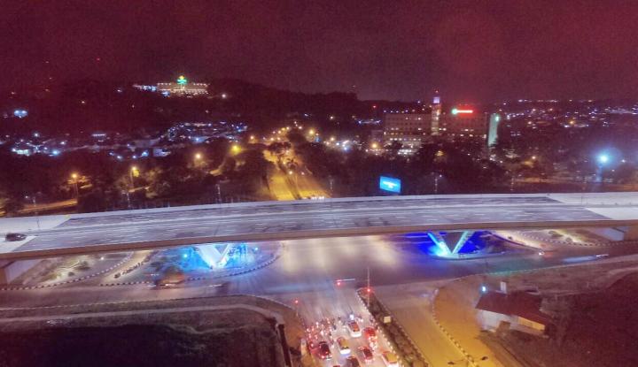 Foto Berita Keindahan Flyover Simpang Laluan Madani Batam di Kala Malam