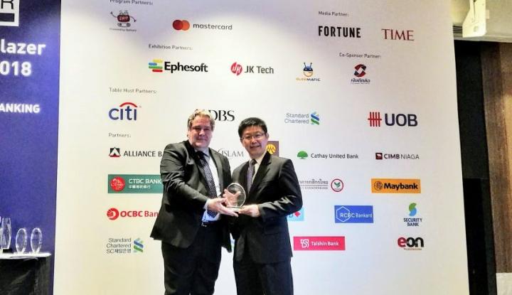 Foto Berita Bank Sinarmas Raih Penghargaan Excellence in Mobile Banking