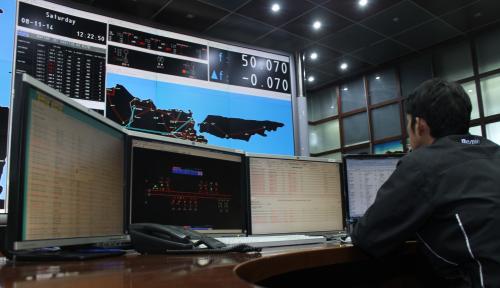 Foto Gubernur Nurdin: Listrik Sulsel Surplus 500 MW, Kok Blackout?