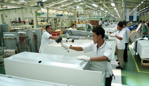Foto Bangun Pabrik Baru, Satnusa 'Gali Lubang' Dalam-Dalam!