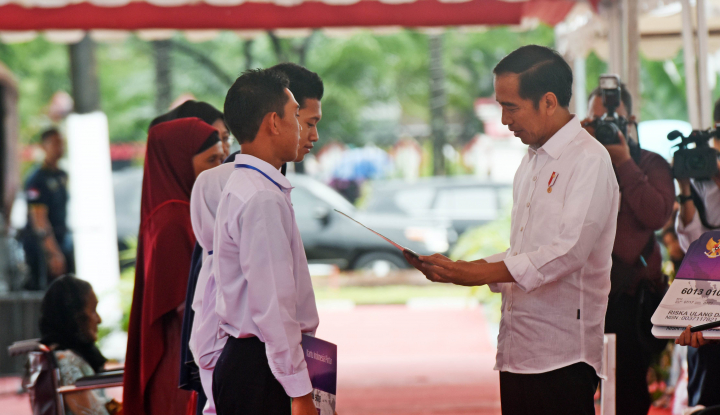 Foto Berita Pesan Jokowi: Sertifikat Jangan Digadai Buat Kredit Mobil yah?