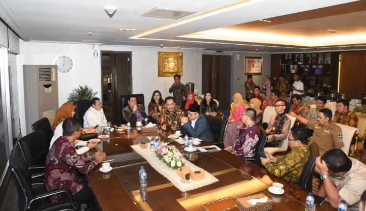 Foto Berita DPR Zaman Now Ala Bamsoet: Bikin Lingkungan Parlemen Taat Aturan