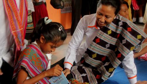 Foto Menteri Rini Minta Telkom Investasi di Desa-desa