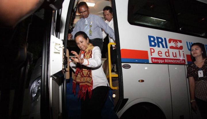 Foto Berita Menteri Rini Pesta Durian Merah Banyuwangi