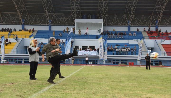 Foto Berita Aher Imbau Perusahaan di Jabar Bangun Sarana Olahraga