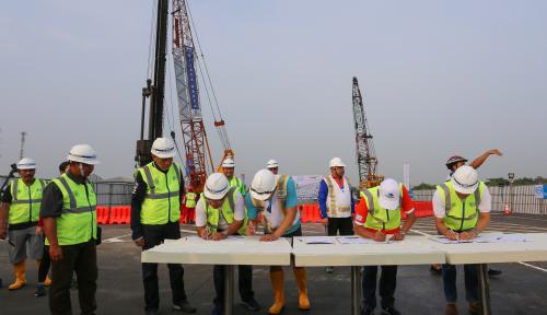 Foto Bangun Akses Jalur Teluk Lamong Pelindo III Siapkan Rp1,3 Triliun