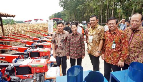 Foto Menteri Rini Dukung Program Hutan Sosial di Tuban