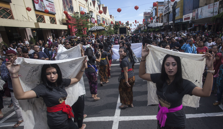Foto Berita Belasan Ogoh-Ogoh Diarak Menyusuri Jalan Malioboro