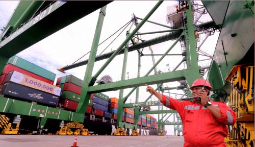 Foto Arus Peti Kemas Pelindo III Naik 8,5% di 2018