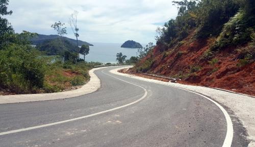 Foto Panjang Jalan Beraspal Wisata Mandeh Bertambah