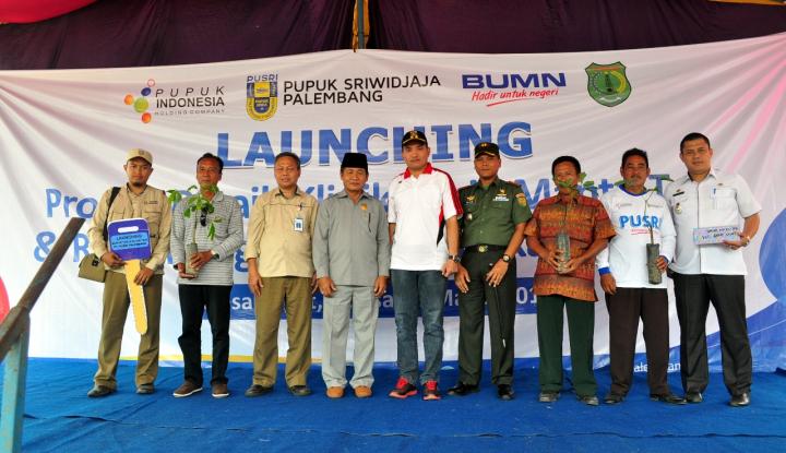 Foto Berita Dukung Replanting Perkebunan Karet dan Sawit, Pusri Pasok Produk Inovasi ke Muba