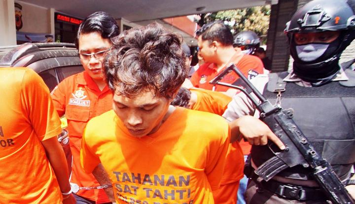 Foto Berita Polisi Bawa Terduga Teroris Asal Kalimantan ke Mako Brimob