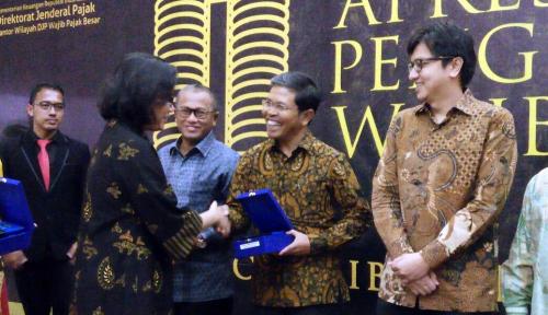 Foto Bio Farma Sabet Penghargaan Wajib Pajak Besar 2018