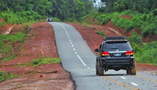 Foto Menteri Basuki Akan Terus Tingkatkan Kualitas Jalan Perbatasan di Papua