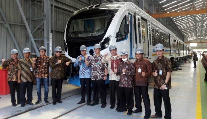 Foto Berita April 2018, Train Set LRT Sumsel Tiba di Palembang