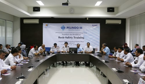 Foto Tingkatkan K3, Pelindo III Sertifikasi 500 Pekerja Bongkar Muat Pelabuhan