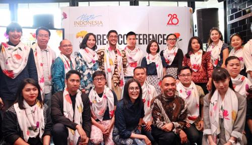 Foto Plaza Indonesia Hadirkan 23 Desainer di PIFW Spring Summer