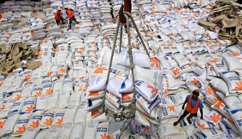 Foto Bantu Stabilkan Harga, Bulog Sediakan 20 Ton Beras untuk Operasi Pasar