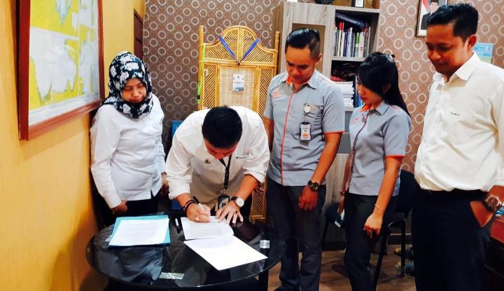 Foto Berita Sinergi BUMN, Pelindo IV dan Pos Indonesia Jalin Kerja Sama Operasional