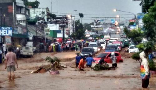 Foto BMKG: Banjir Bandang Cicaheum Karena Hujan Deras di Bandung Utara