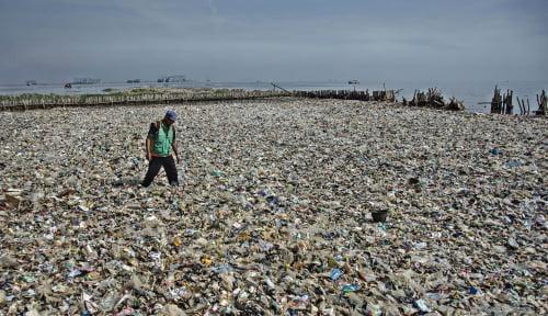 Foto Problematika Sampah Plastik di Sekitar Kita