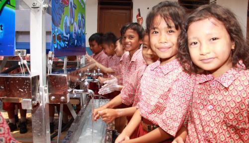 Foto Hari Air Sedunia, Starbucks Bangun Aqua Tower di Lombok Timur