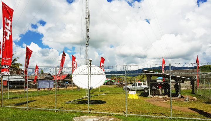 Foto Berita Telkomsel Pasang Mini Tower di Gunung Papandayan