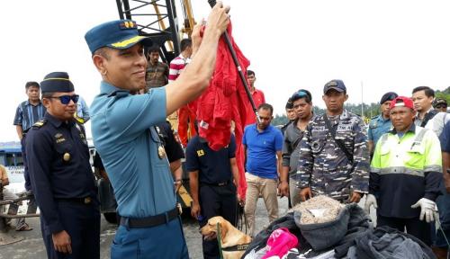 Foto Lanal Balikpapan Gagalkan Penyelundupan 700 Koli Baju Bekas Asal Malaysia