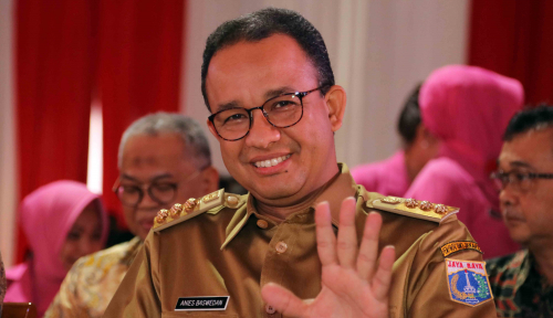 Foto Anies Janjikan Tarif TransJakarta-MRT-LRT Normal Meski Subsidi Dipotong