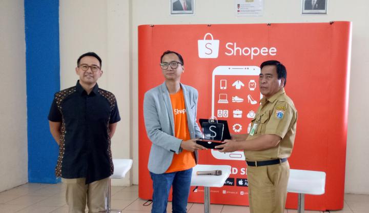 Foto Berita Gandeng JKT Creative, Shopee Umumkan Program Batik Rusunawa