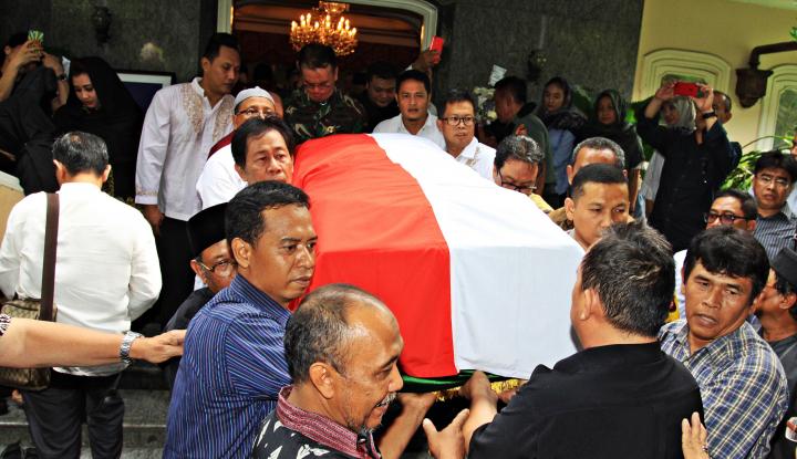 Foto Berita Ratusan Pelayat Padati Prosesi Pemakaman Probosutedjo