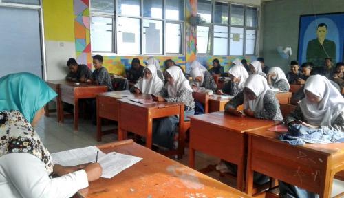 Foto Peringati Hari Guru, Pemkab Garut Siapkan Rp30 Miliar untuk Gaji Guru Honorer
