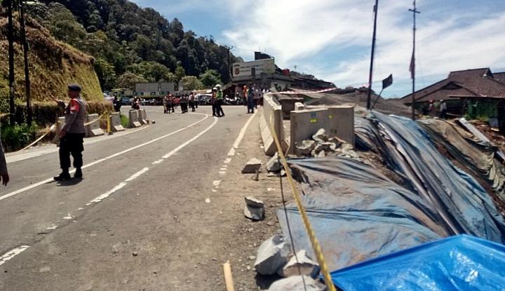 Foto Berita Kementerian PUPR Tangani Longsor di Puncak Pass