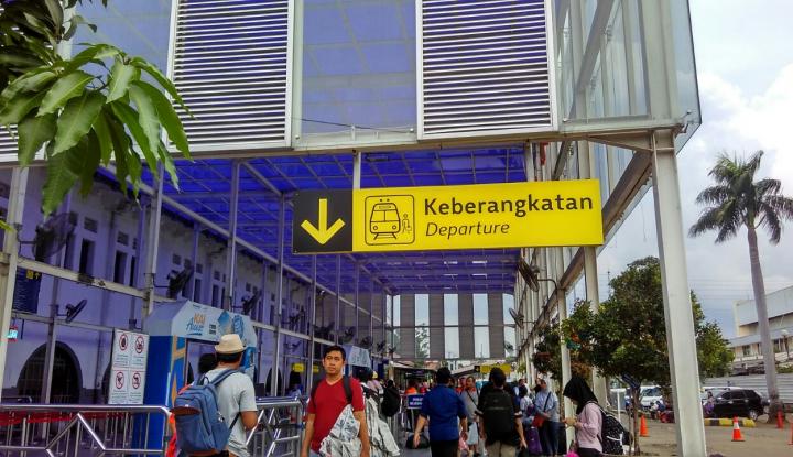 Foto Berita Atasi Lonjakan Penumpang, KAI Tambah Pemberangkatan dari Stasiun Senen