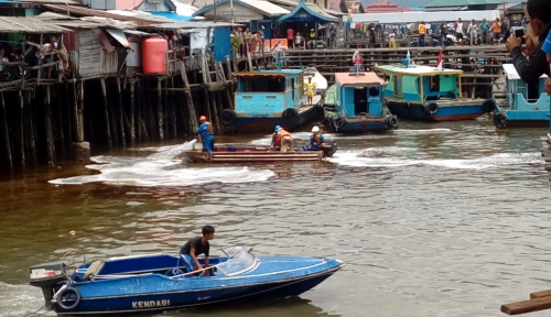 Foto Bocor Pipa Pertamina Cemari Sungai Nenang