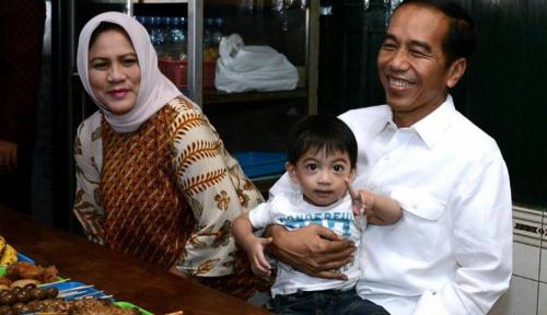 Foto Bersama Cucu, Jokowi Wisata Kuliner di Akhir Pekan
