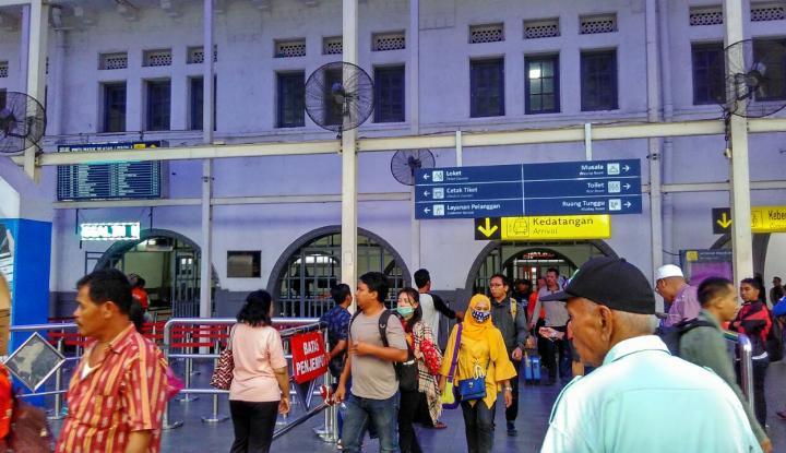 Foto Berita 22 Ribu Pemudik Tiba di Stasiun Pasar Senen