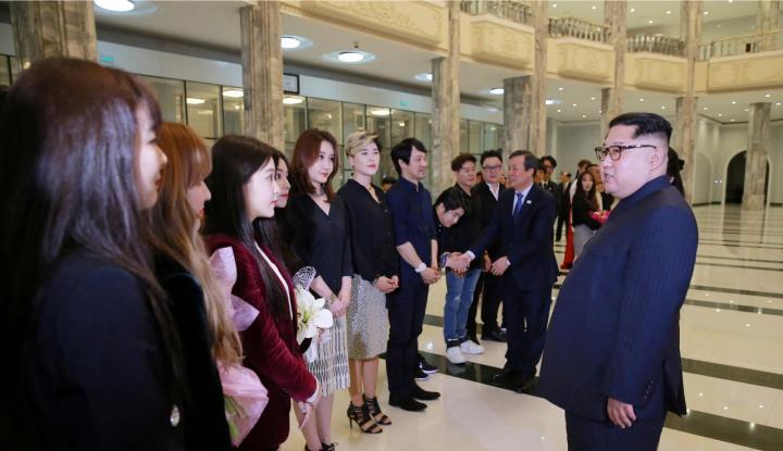 Foto Berita Pertama Kalinya, Kim Jong Un Saksikan Penampilan K-Pop Red Velvet