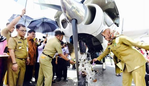 Foto Gubernur Sulsel Resmikan Penerbangan Kargo Perdana ke Pelosok Lutra