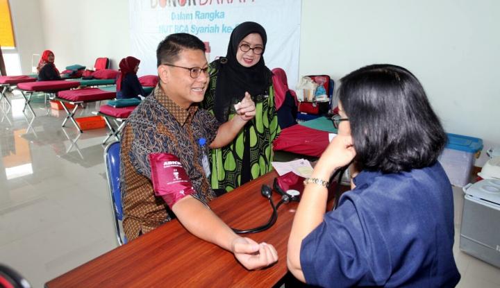 Foto Berita Syukuran Milad ke-8, BCA Syariah Gelar Donor Darah