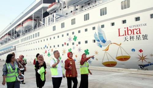 Foto Cruise Superstar Libra Bawa 600 Wisatawan ke Danau Toba