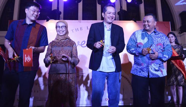 Foto Berita EV Hive dan PT Pos Properti Indonesia Luncurkan EV Hive @ Filateli
