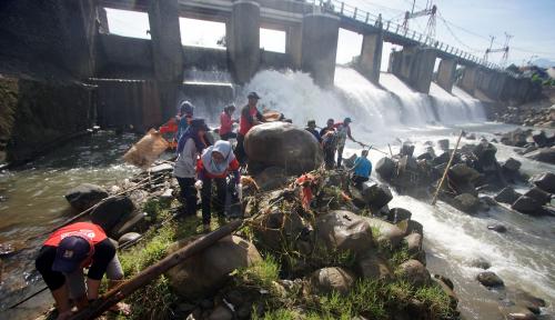 Foto Menteri BUMN Bakal Buat Percontohan Transportasi Kali Ciliwung