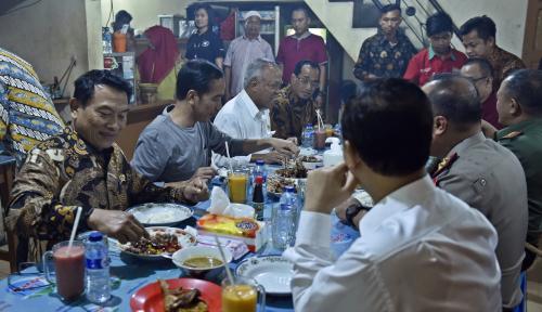Foto Band Metal Undang Jokowi Tonton Konsernya