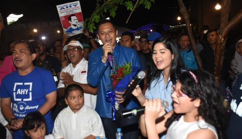 Foto AHY Mampir ke 'Toko Getuk Goreng' di Banyumas