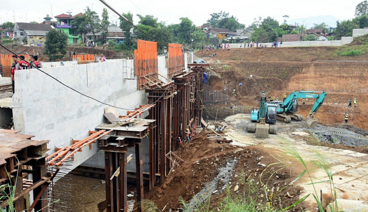 Foto Berita Kementerian PUPR Masih Hitung Biaya Perbaikan Jembatan Cincin Lama