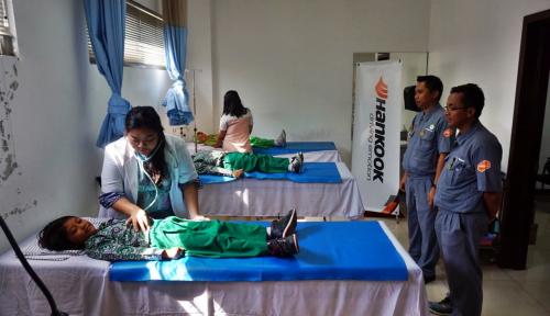 Foto Pabrik Ban Hankook Buka Klinik Kesehatan Gratis
