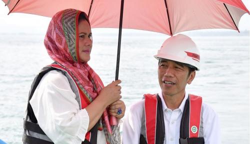 Foto Jokowi Ulang Tahun, Wartawan: Dapet Kado apa dari Bu Iriana, Pak?